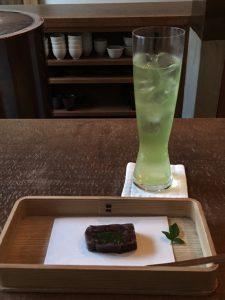 炭酸抽出の緑茶と和菓子♪