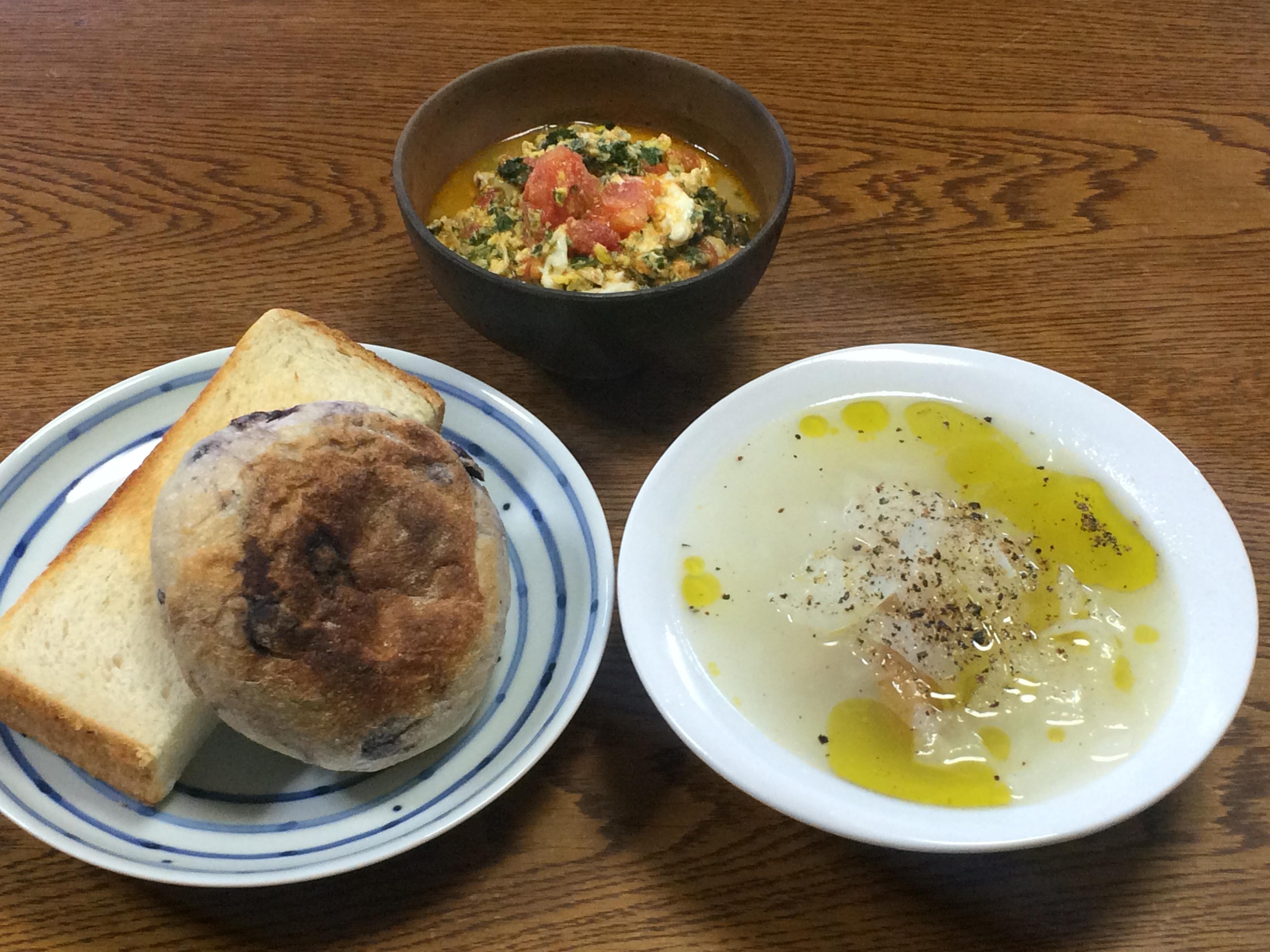 今日の朝食。新たまねぎのスープ