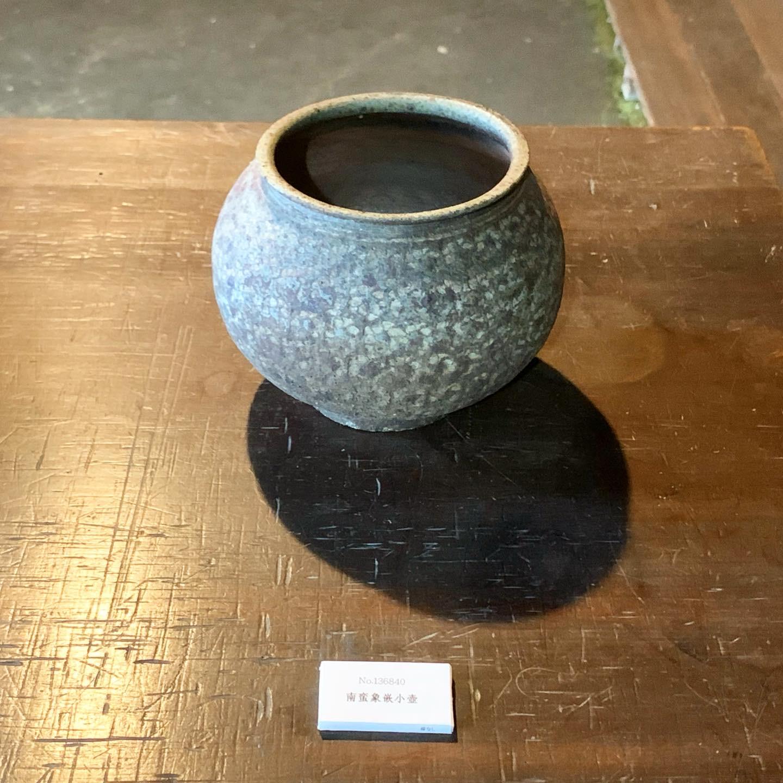 井銅さんの象嵌(模様を彫ったもの)の小壺