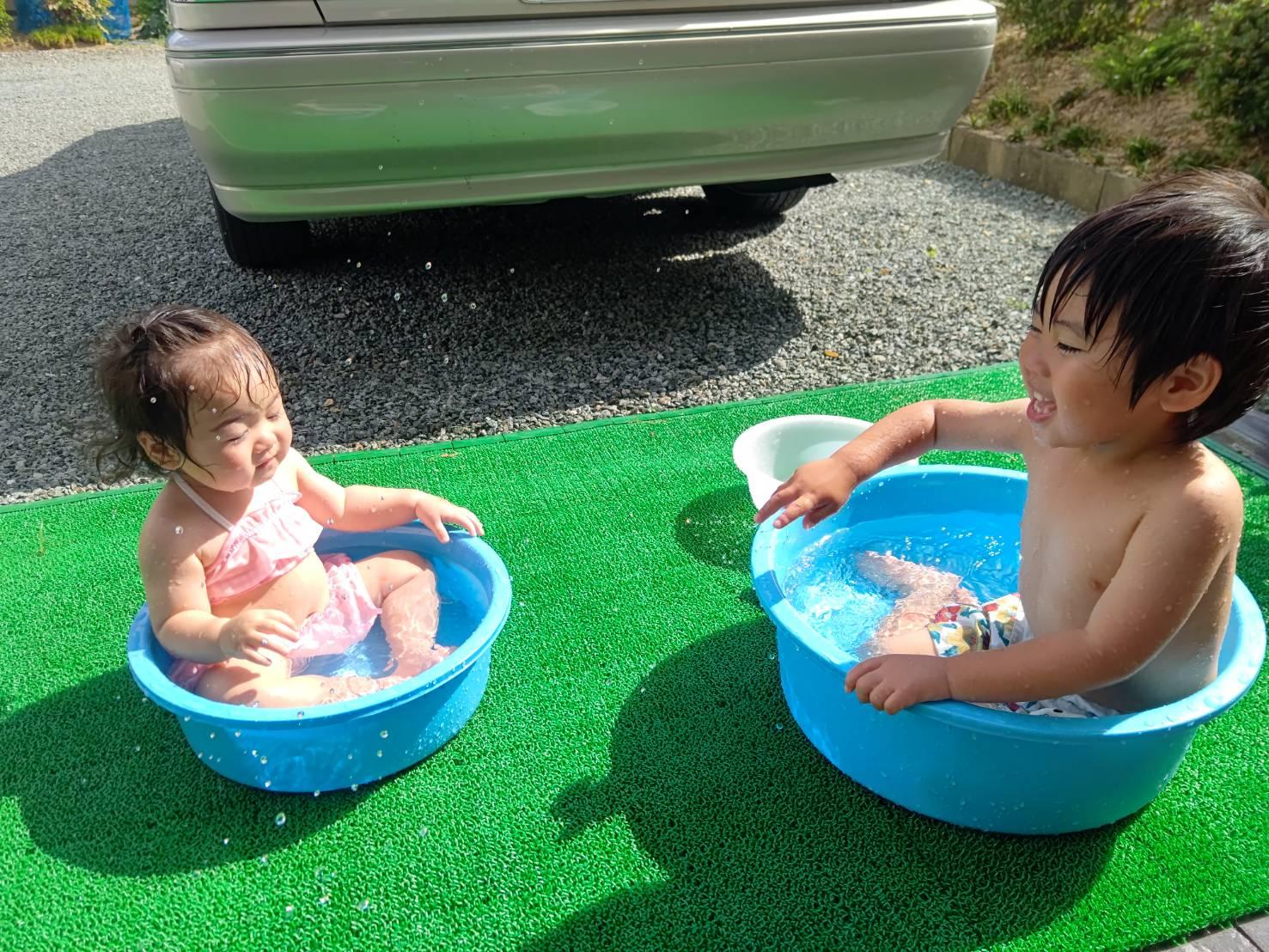 お庭で水遊び♪